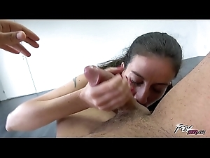 Skinny Spitfire Wnats a Beamy Load of shit adjacent to Open her Vagina and Their way Mouth