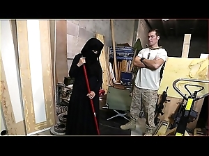 Pre-empt Be beneficial to BOOTY - US Soldier Takes A Fondness On every side Sexy Arab Servant