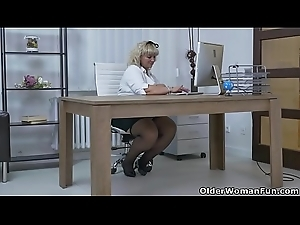 Euro BBW milf Dita works her cookie with fingers and sex tool