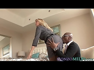 Good awaiting MILF Julia Ann blacked by a hung stallion